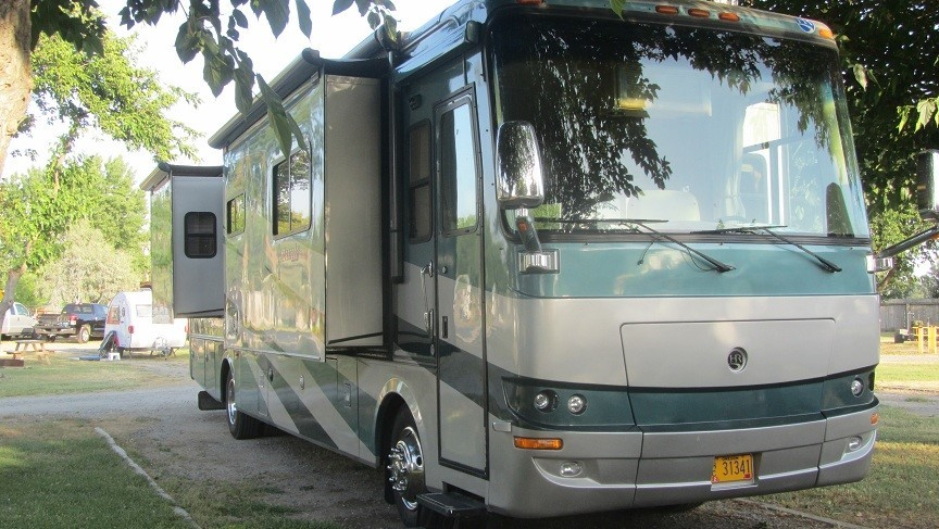 Parked in our slot - did not like the low branches as they rub the paint on the rv, but the shade is nice and the power was good enought to run both AC units. At 90 outside, that is a blessing.