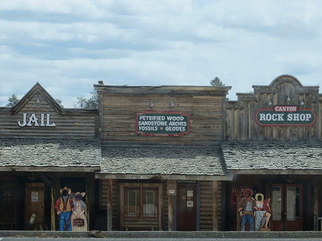 There is a little town on the way in to Bryce Canyon where the people on the porches look a little odd. We stopped in any way, because we were rather hungry