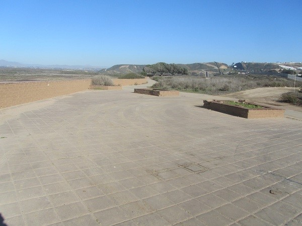 This park on this mound was created in 2008, then pretty much closed due to no money. California needs to put in a privately run historical museum up here with a replica of the monument we can't see any more. Put in some eateries, huts with views of the ocean, and other attractive points of interest. They are leaving millions of dollars on the table here.