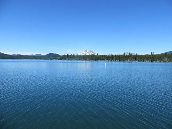 A little quieter place is a private pond and park called Lava Lake just south of Elk Lake.