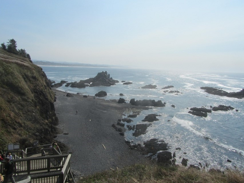 Fortunately, we do not find our selves forced to stay in doors, we head down to the Yaquina Head tide pools. Don't try this, if you have issues with walking, it is rather difficult. Go to Cape Perpetua instead.