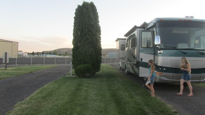 The girls were all spry, but I was too tired to know if we even had supper. Too long a day, but we put some miles behind us! RV gave us no issues. Good Evening and Good Night
