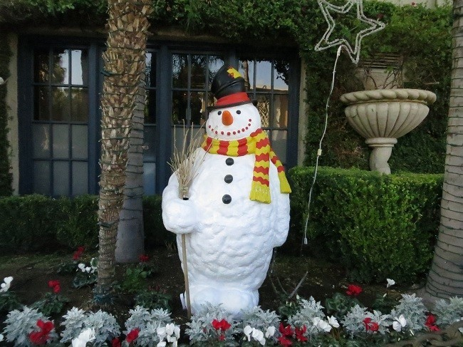 Now this is wrong! We are in Southern California. Frosty should not have come.
